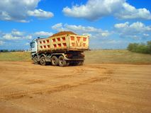 De aarde van het vrachtwagenvervoer royalty-vrije stock fotografie