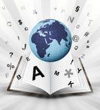 De aardebol van Afrika in geopend boek met het vliegen alfabetconcept Stock Afbeeldingen