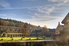 De abdij van Orval in België stock foto