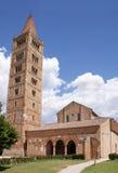 De abdij van Pomposa tegen blauwe hemel Stock Afbeelding
