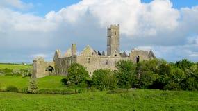 De abdij van Quin, provincie Clare, Ierland Stock Foto