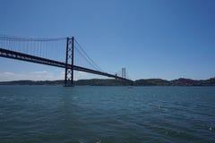 25 de Abril Мост в Лиссабоне, Португалии Стоковое Фото