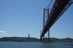 25 de Abril Мост в Лиссабоне, Португалии Стоковое Изображение RF