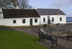 17 de abril de 2018 as casas de campo irlandesas famosas no berbigão enfileiram no porto de Groomsport no condado para baixo Irla Fotos de Stock
