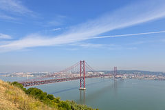 25 de Abril Bridge在里斯本 免版税库存照片