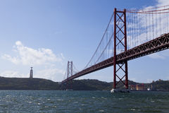 25 de Abril Bridge Stockbilder