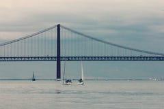 25 de Abril Bridge en Lisboa, Portugal Foto de archivo libre de regalías