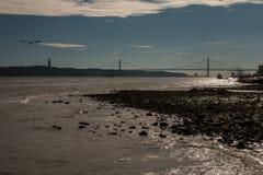 25 de Abril Bridge en Lisboa Portugal Fotografía de archivo
