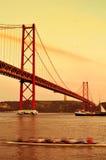 25 de Abril Bridge a Lisbona, Portogallo, con un effetto del filtro Immagini Stock Libere da Diritti