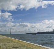 25 de Abril Bridge sopra il Tago Fotografia Stock