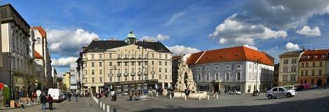 16 de abril de 2017, a cidade de Brno - República Checa - Europa O mercado da couve Lugar ilustre no quadrado para a venda do fru Foto de Stock