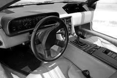 13 de abril de 2016 interior del coche del vintage de DeLorean en Bangkok, Tailandia Foto de archivo
