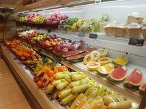 20 de abril de 2017 Kuala Lumpur Exposição do alimento em Jaya Grocer Supermarket imagens de stock