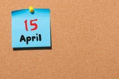 15 de abril Dia 15 do mês, calendário no quadro de mensagens da cortiça, fundo do negócio Tempo de mola, espaço vazio para o text Foto de Stock Royalty Free
