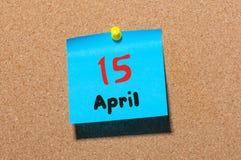 15 de abril Dia 15 do mês, calendário no quadro de mensagens da cortiça, fundo do negócio Tempo de mola, espaço vazio para o text Fotos de Stock Royalty Free