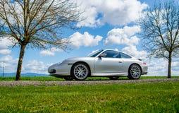 2 de abril de 2018 Eugene Oregon - Porsche de plata 911 Foto de archivo libre de regalías