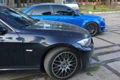 3 de abril de 2015, Odessa, Ucrânia; A peça do carro é BMW e Audi Vista lateral fotos de stock