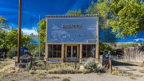 27 de abril de 2017 - PARADOJA COLORADO - frente de Paradox Store, de la ruta 90 del estado, Colorado occidental Almacene los fre Imagen de archivo libre de regalías