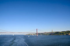 2 de abril ponte e Cristo o rei Statue, Lisboa Portugal Fotografia de Stock Royalty Free