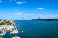 25 de abril ponte em Lisboa, Portugal Imagens de Stock Royalty Free
