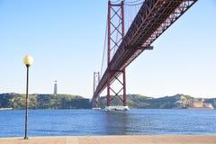 25 de abril puente sobre el río de Tago en Lisboa Fotos de archivo libres de regalías