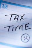 15 de abril recordatorio del tiempo del impuesto Foto de archivo