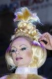 27 de abril - Tel Aviv, ISRAEL - retrato de um louro bonito - modele com trança da tampa - beleza de OMC Cosmo, 2015, Israel fotos de stock royalty free