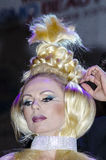 27 de abril - Tel Aviv, ISRAEL - retrato de un blonde hermoso - modele con la trenza de la cubierta - belleza de OMC Cosmo, 2015, Fotos de archivo libres de regalías