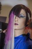 27 de abril, Telavive - retrato da menina moreno com penteado assimétrico - beleza de OMC Cosmo, 2015, Israel Imagem de Stock
