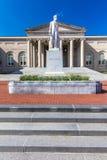11 de abril de 2018 - WASHINGTON DC - estátua de Abraham Lincoln na frente da corte de distrito de Columbia Velho, detalhe fotografia de stock