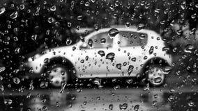 De abstracte achtergrond B&W van regendalingen Stock Afbeeldingen