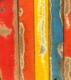De abstracte achtergrond van de grungetextuur van kleurrijk geschilderd hout Stock Foto
