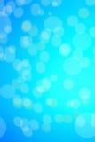 De abstracte blauwe achtergrond met defocused bokeh, onduidelijk beeldtextuur met Royalty-vrije Stock Foto