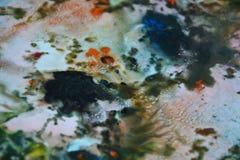 De abstracte blauwgroene oranje kleuren en de tinten van de mengelingsverf Abstracte unieke natte verfachtergrond Schilderende vl Royalty-vrije Stock Afbeeldingen