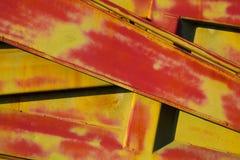 De abstracte close-up van de metaalstructuur van rood en geel abstracte achtergrond Royalty-vrije Stock Afbeeldingen
