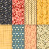 De abstracte decoratieve naadloze geplaatste patronen van de krabbelaard Hand getrokken lineaire en silhouetbloemen, takken, blad royalty-vrije illustratie