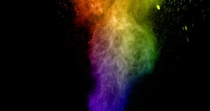 De abstracte echte veelkleurige poederexplosie op zwarte achtergrond, vertraagt