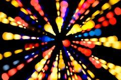 De abstracte feestelijke achtergrond met foto realistische bokeh defocused lichten Kerstmisatmosfeer die in de ruimte glanzen royalty-vrije stock foto