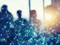 De abstracte Internet-achtergrond van het verbindingsnetwerk met silhouet van commercieel team royalty-vrije stock afbeelding