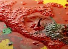 De abstracte kleur kleurt melkdalingen met pigment Royalty-vrije Stock Afbeeldingen