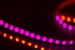 De abstracte Lijnen van Duotonebokeh Rode en purpere vage lichten op zwarte stock foto