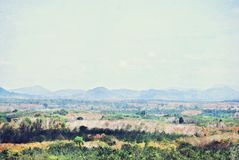 De abstracte piek van de kleurenberg en de illustratieachtergrond van de boomwaterverf stock foto's