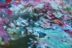 De abstracte rode blauwe kleuren en de tinten van de mengelingsverf Abstracte unieke natte verfachtergrond Schilderende vlekken Royalty-vrije Stock Afbeeldingen