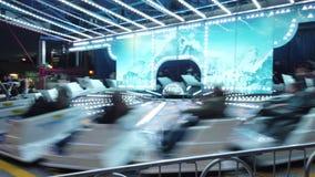 De achtbaanactiviteit van de nachtpret in Camellia Festival stock videobeelden