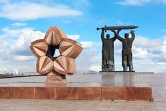 De achter-Voorzijde van het monument in Magnitogorsk, Rusland royalty-vrije stock afbeeldingen