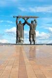 De achter-Voorzijde van het monument in Magnitogorsk, Rusland stock fotografie