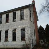 De achtergevel bekijkt het oude huis van de kerkschool in Ondernemingspa royalty-vrije stock afbeelding