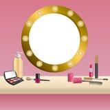 De achtergrond beige spiegel roze schoonheidsmiddelen maken van het de oogschaduwwennagellak van de lippenstiftmascara omhoog het Royalty-vrije Stock Foto's