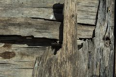 De achtergrond is een oud houten ruw gelaagd triplex stock afbeeldingen