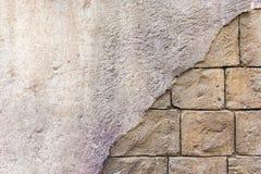 De achtergrond met brak een bakstenen muurmastiek af Stock Foto's